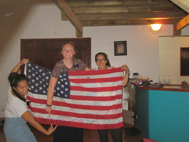 a cool idea that the Eclarfamily have is that missionaries (who they have worked closely with) sign the american flag and this week we got the honour!